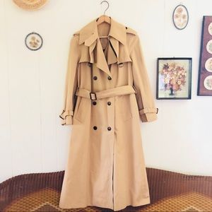 Etienne Aigner • Tan Double Breasted Trench Coat